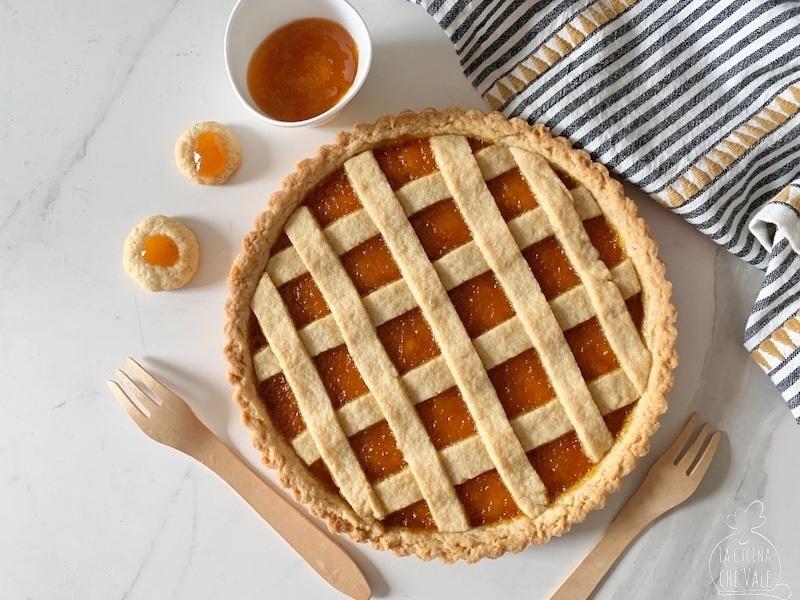 La ricetta della crostata perfetta vi stupirà per la sua facilità di realizzazione e per la sua vera bontà, pochi semplici ingredienti per un risultato strepitoso.