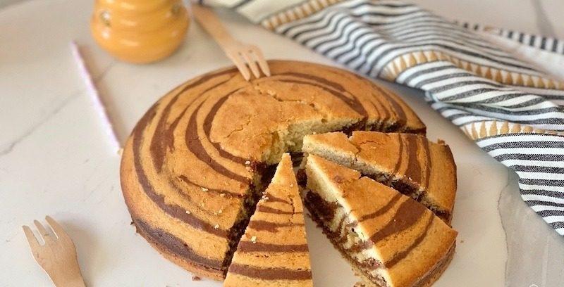 Torta zebrata con vaniglia e cacao per la colazione o la merenda