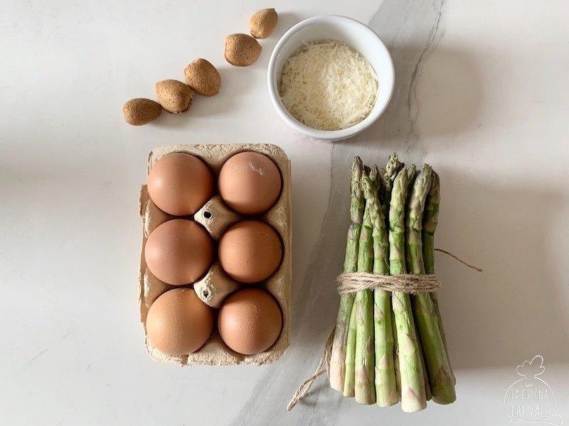 Un classico della cucina milanese, gli asparagi con le uova al cereghino o occhio di bue, sono ricchi di gusto e facili da fare. La mia ricetta è arricchita con lamelle di mandorle tostate.