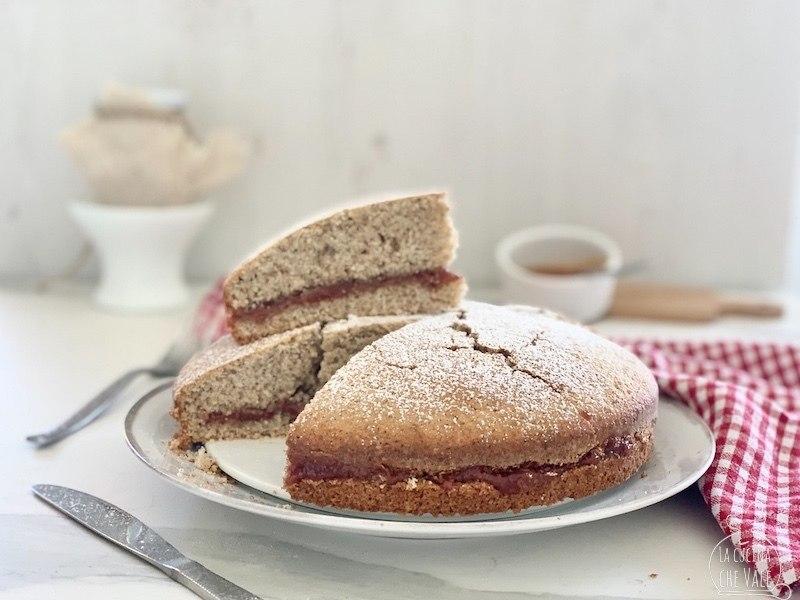 La torta di grano saraceno e marmellata è un dolce senza glutine, facile da fare, friabile perfetta per colazione e merenda. E' ricca di nutrienti e gusto e vi stupirà.