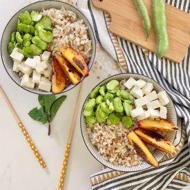 La ricetta della bowl estiva di riso e cereali è un piatto estivo fresco e gustoso pronto in 15 minuti. Il mix di ingredienti che ho usato vi stupirà!