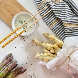 Gli asparagi in pastella giapponese o in tempura sono un antipasto sfizioso e davvero buono, facile da fare ottimo in ogni occasione. Con pochi e semplici accorgimenti sarete in grado di preparare una frittura perfetta.