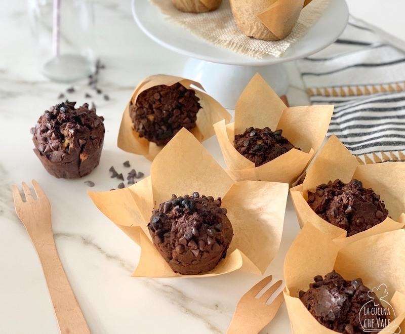 I muffin al doppio cioccolato sono una ricetta davvero facile da preparare. Sono buoni, sani e super gustosi, perfetti per la colazione o per la merenda dei nostri bambini ma, anche della nostra.