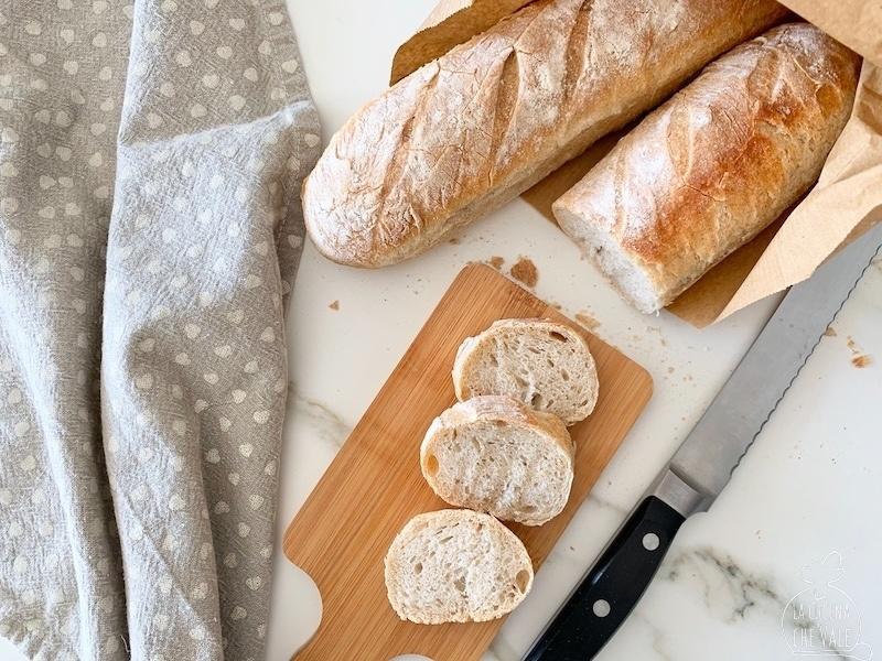 La baguette con Mortadella Bologna IGP è una vera delizia per occhi e palato. Niente di più gustoso, arricchita con burrata cime di rapa saltate e mostarda per un tocco dolce e piccante nello stesso tempo.