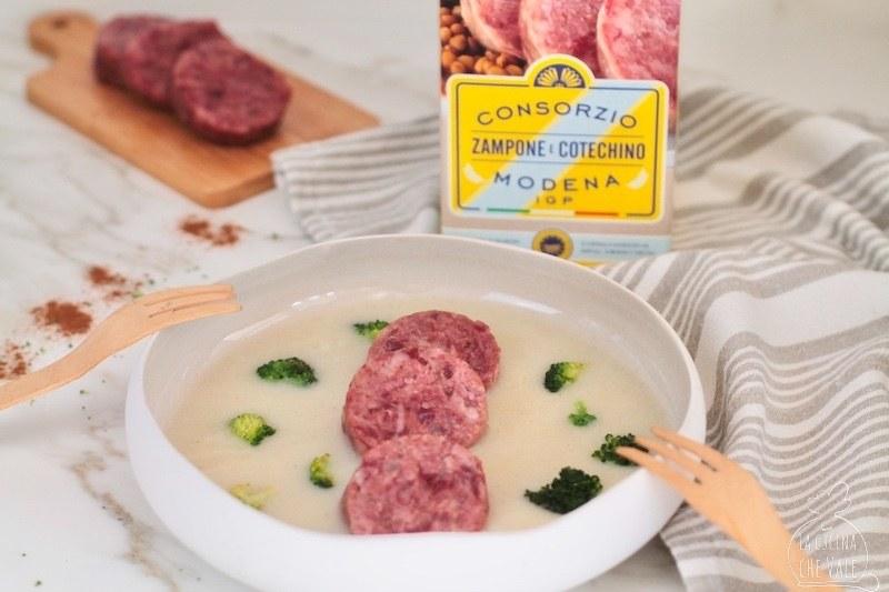 Cotechino e patate sono un connubio perfetto. Il gusto deciso del Cotechino Modena IGP, la doclezza delle patate e la croccantezza dei broccoletti.
