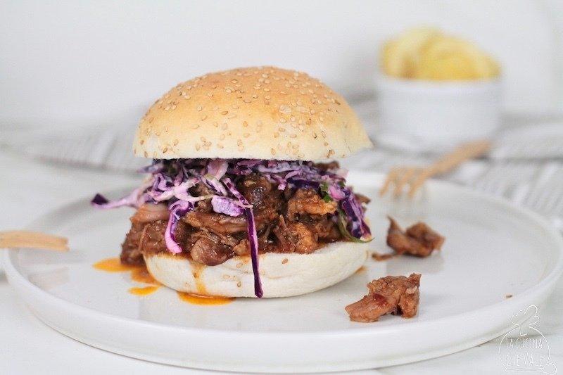 Il pulled pork è un piatto gustoso, da preparare con la tecnica della cottura a bassa temperatura, si scioglie in bocca ed è molto saporito.
