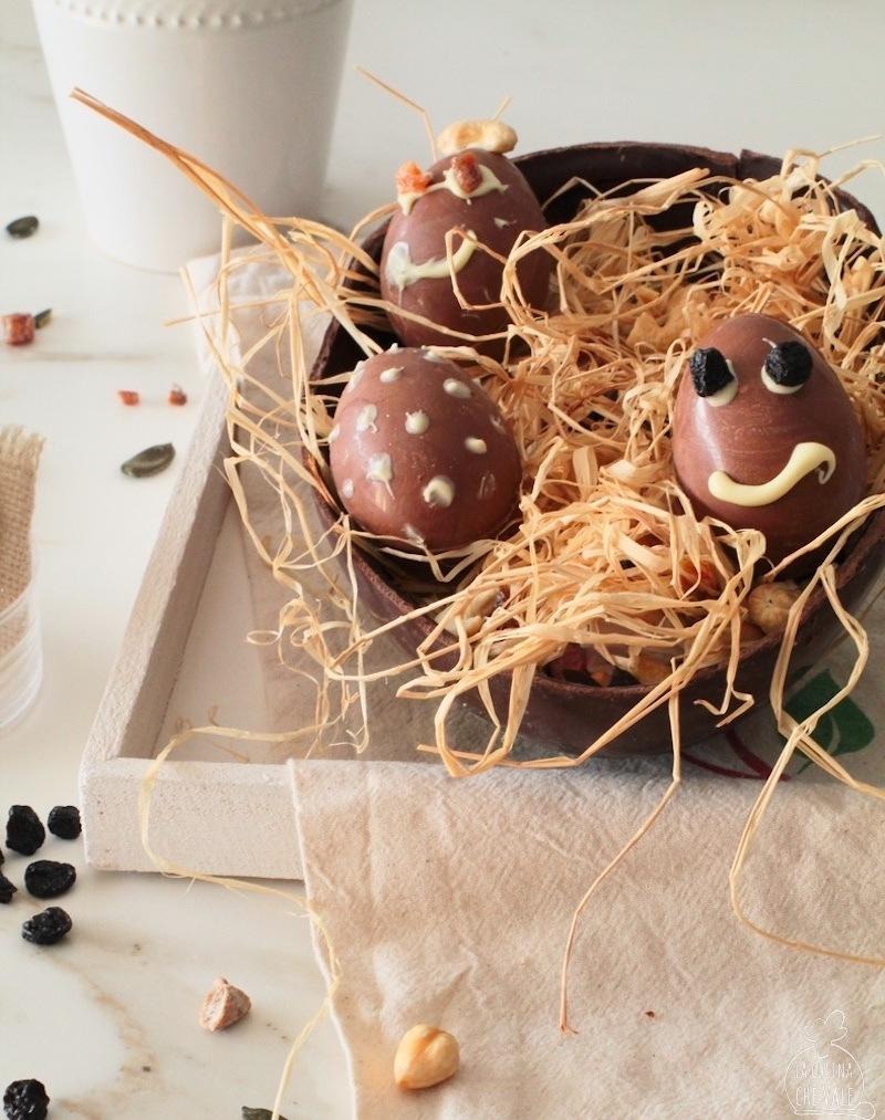 La tradizione di regalare uova di cioccolato a Pasqua sembra essersi diffusa nel Medioevo. Uova decorate come tradizione, da donare la domenica di Pasqua