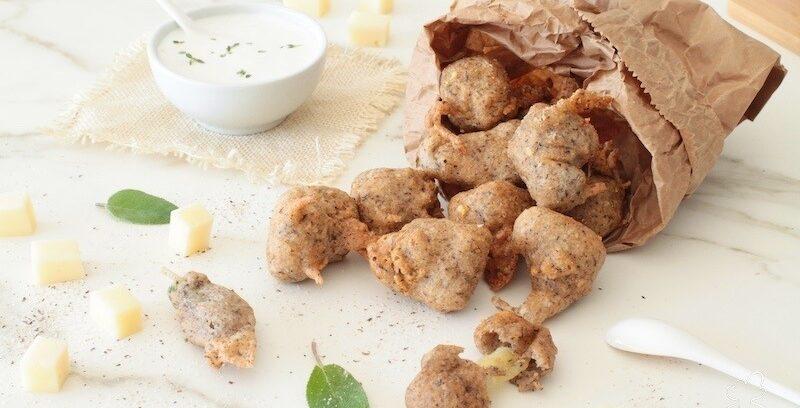 Gli sciatt sono un piatto tipico valtellinese a base di farina di grano saraceno e formaggio Valtellina Casera Dop. Sono facilissimi da fare, croccanti e filanti, una vera gioia per il palato.