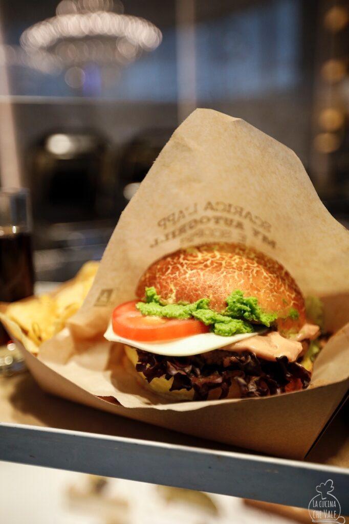 Dalla fine del mese di maggio è disponibile presso tutti gli Autogrill d'Italia un nuovo super Burger che si chiama Wowburger e che rappresenta un'alternativa equilibrata e gustosa al classico hamburger.